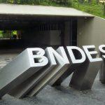 Imagem da entrada do Banco para remeter a matéria que o BNDES anuncia programas de financiamento
