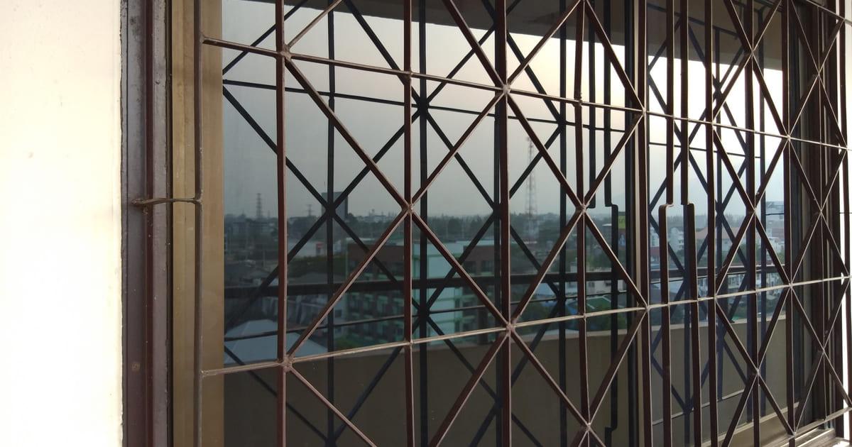 Imagem de uma janela grande de vidro para inspirar o profissional que quer abrir uma vidraçaria