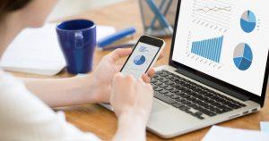 contadora utilizando beneficos da contabilidade colaborativa