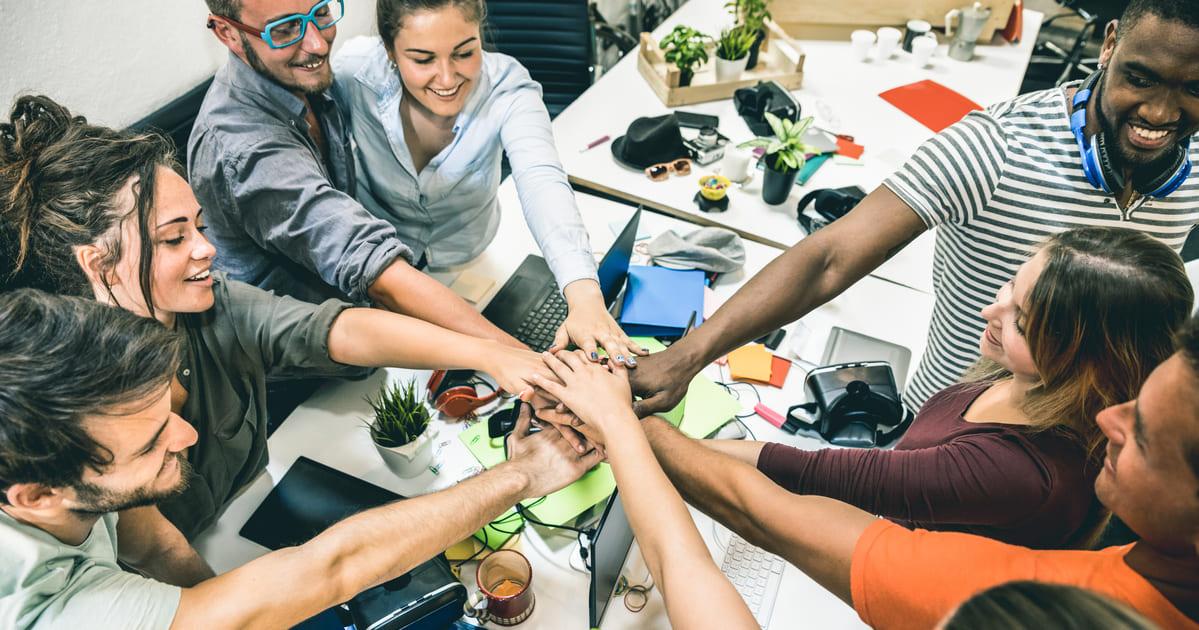 Imagem de empreendedores jovem que estão em busca de um espaço colaborativo que incentive jovens empreendedores