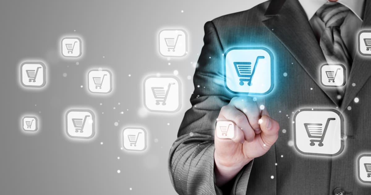 Contabilidade para comércio varejista - imagem de um homem escolhendo sua compra