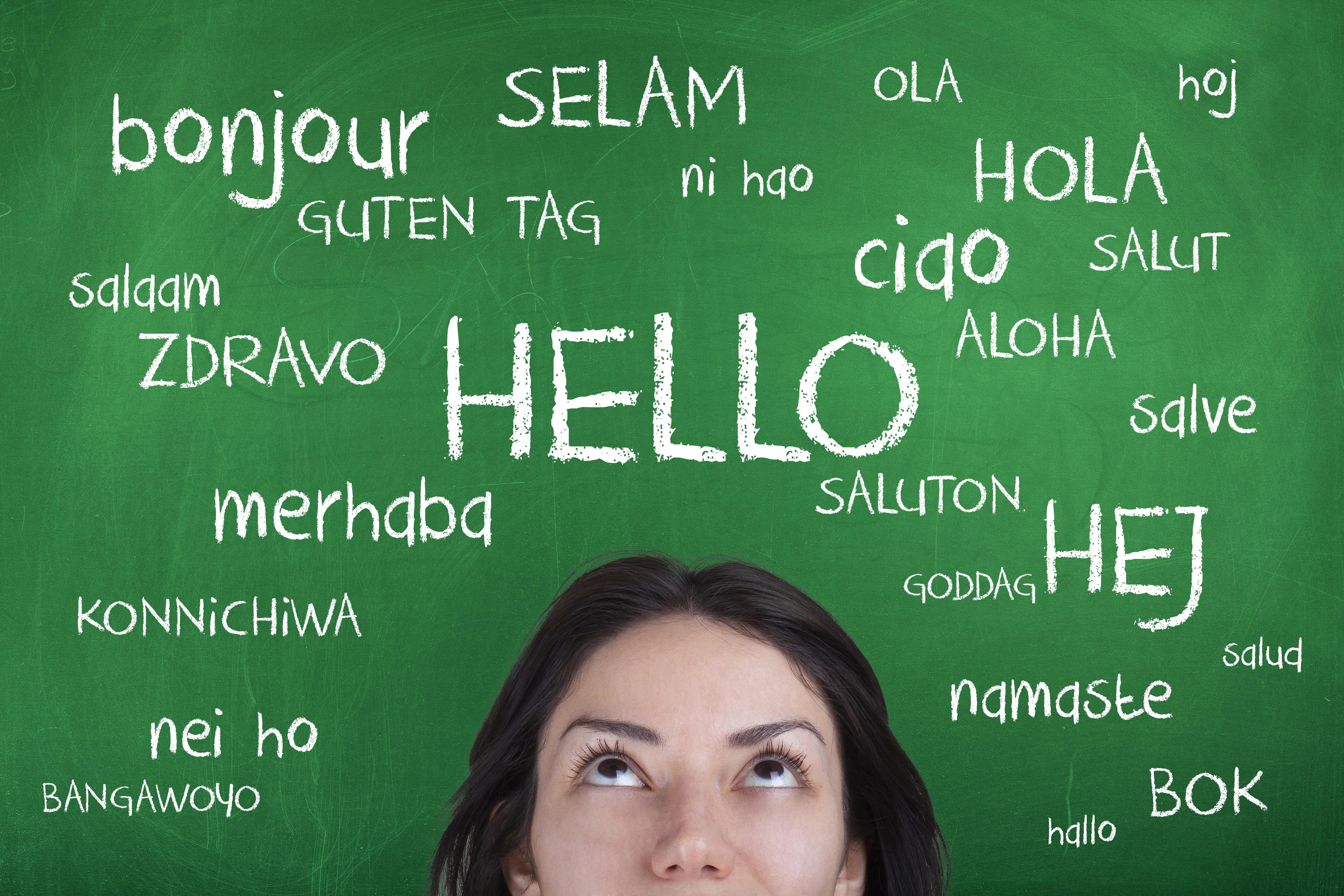 Imagem de uma mulher que fala vários idiomas para remeter ao empreendedor que deseja montar um serviço de tradução de textos