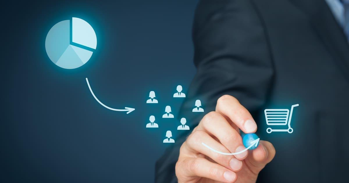 Imagem de um empreendedor escolhendo como ele vai explorar um mercado saturado