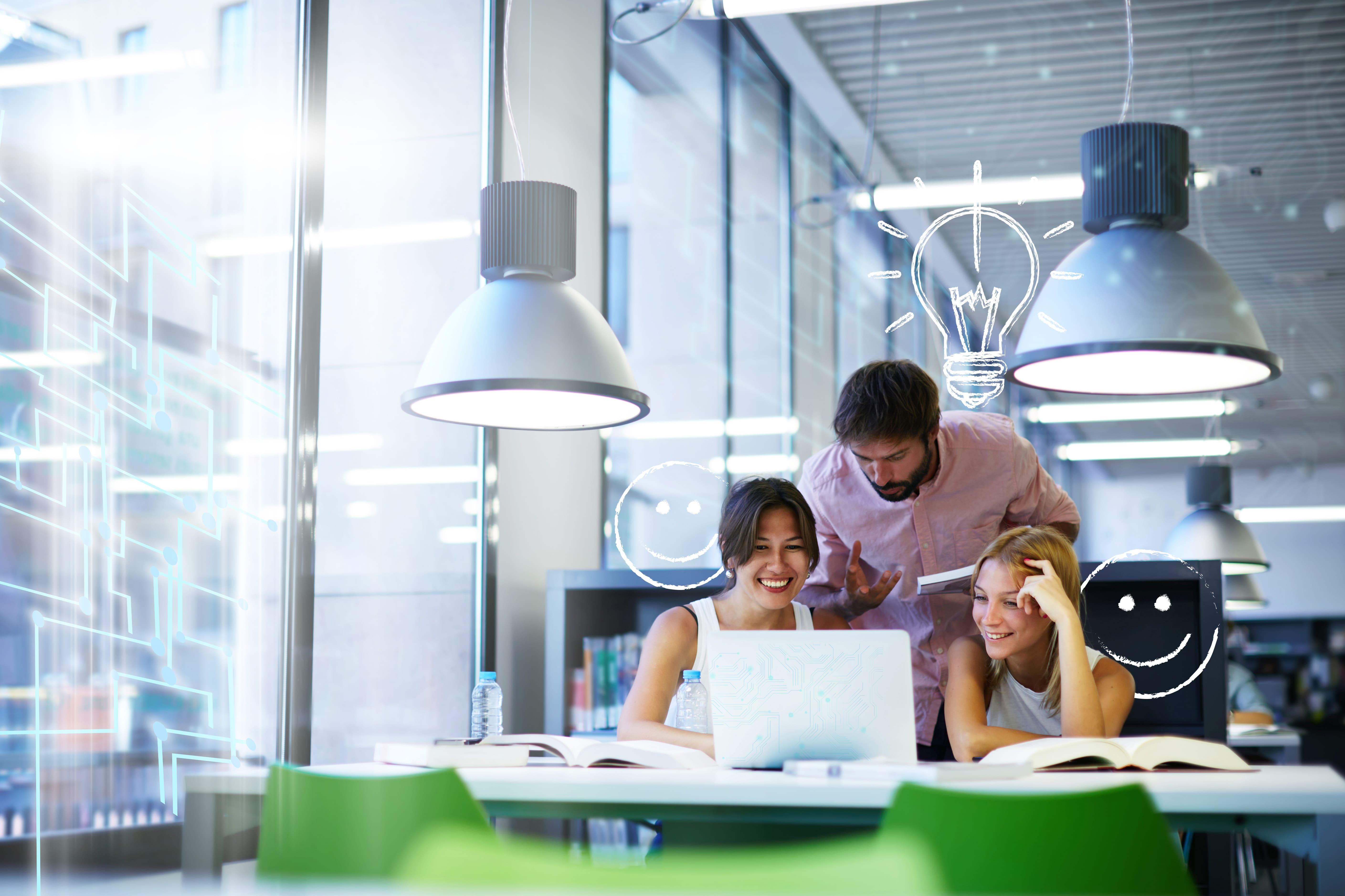 Imagem de um time de marketing para remeter ao empreendedor que deseja melhorar a produtividade da equipe de marketing