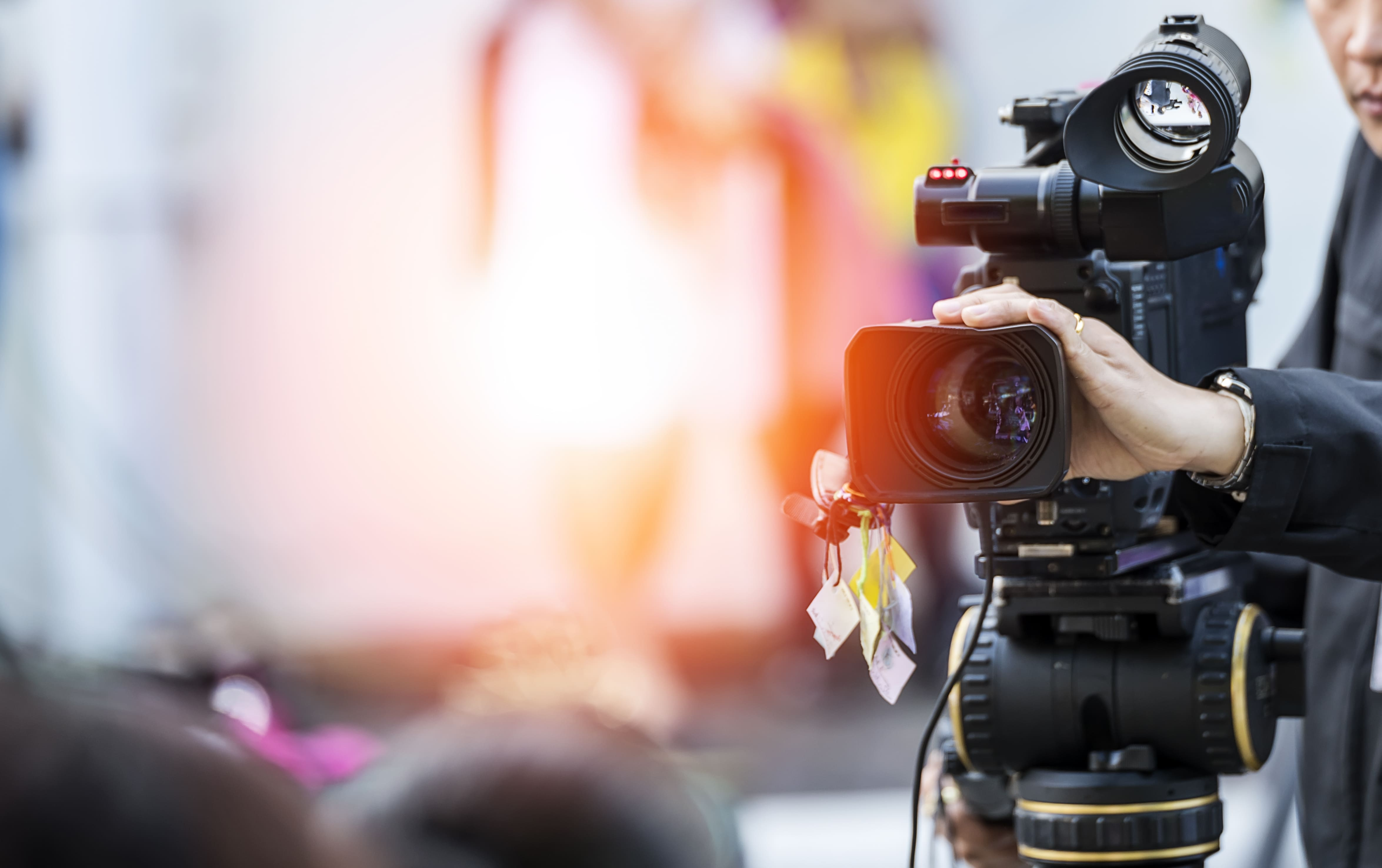 Imagem de uma câmera para remeter ao conteúdo em vídeo que uma empresa pode fazer