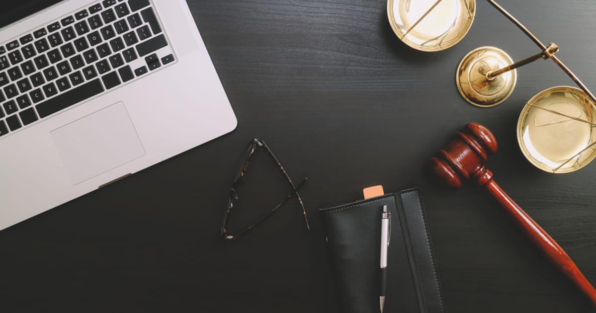 Imagem com elementos de Direito, representando a Contabilidade para Advogados