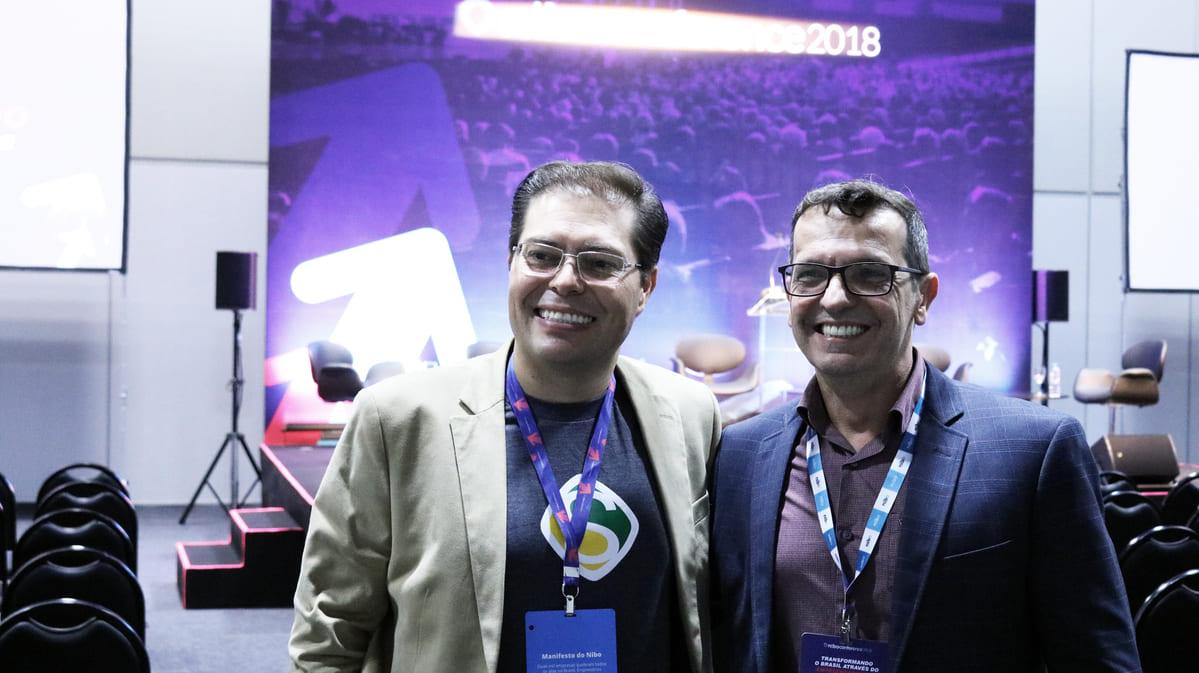 foto de rogerio e arnaldo no nibo conference
