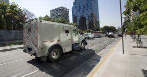 Imagem de um veículo na rua para remeter a matéria que aborda como abrir uma empresa de transporte de valores