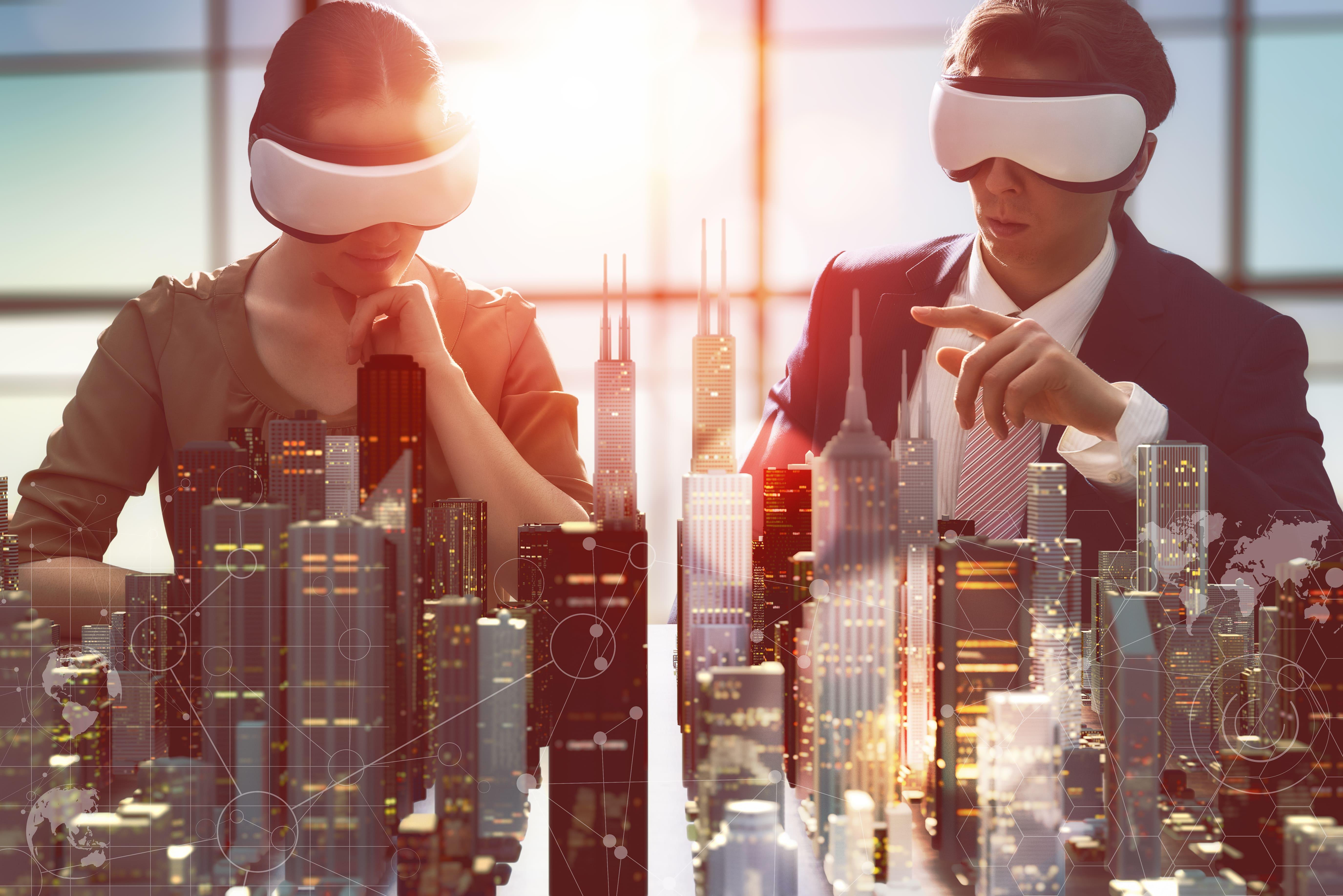 Imagem de duas pessoas tendo um treinamento com o óculos VR para remeter ao empreendedor que deseja abrir uma empresa de realidade virtual