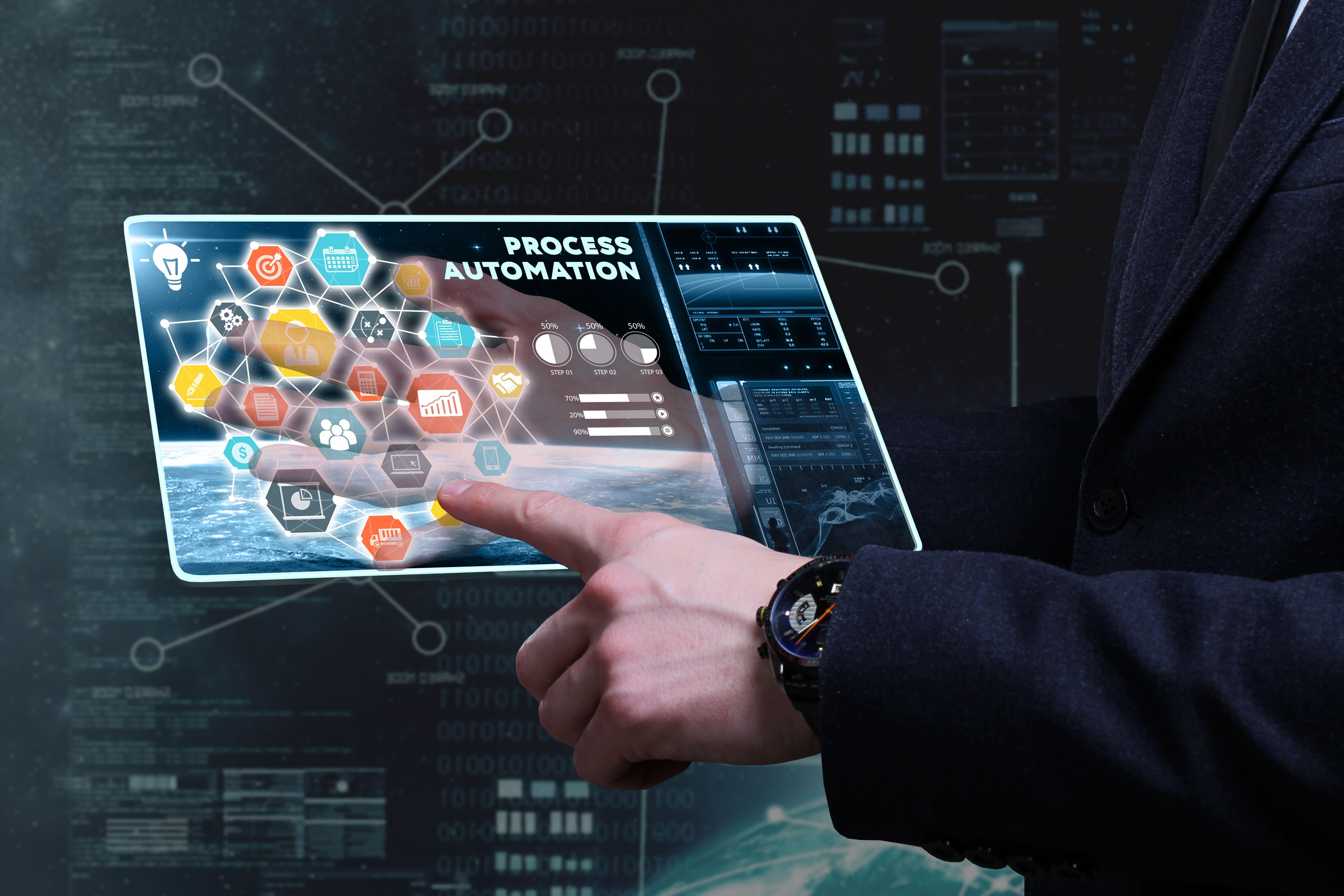Imagem de um tablet para remeter ao empreendedor que deseja saber como automatizar os processos de trabalho