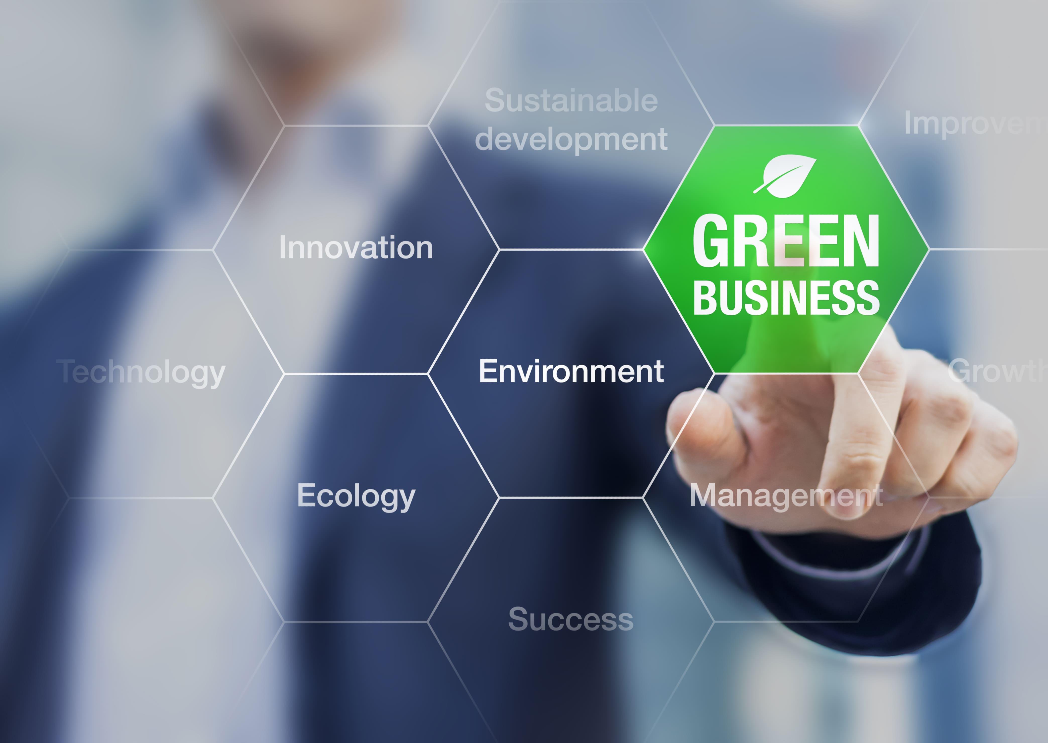 Imagem de um empreendedor apertando um botão de sustentabilidade para remeter ao texto sobre o que é marketing sustentável