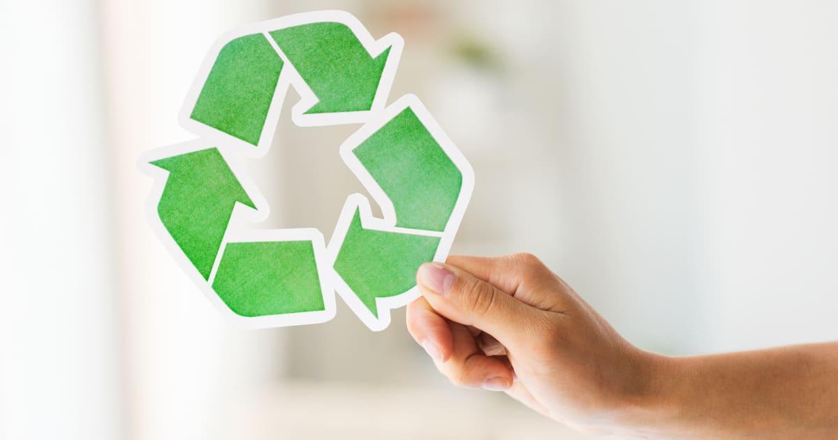 Imagem de um símbolo reciclável para inspirar quem deseja saber como abrir uma empresa de produtos reciclados