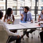 Imagem de uma reunião para inspirar quem deseja saber como fazer reuniões mais produtivas