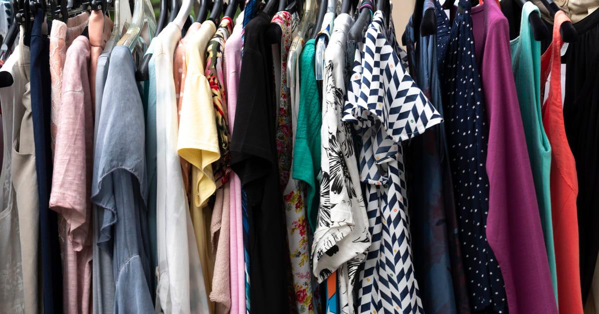 Imagem de roupas para remeter quem deseja saber como revender roupas