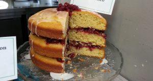 Imagem de um bolo inteiro que pode ser uma opção de produto para quem deseja fazer e vender bolos caseiros