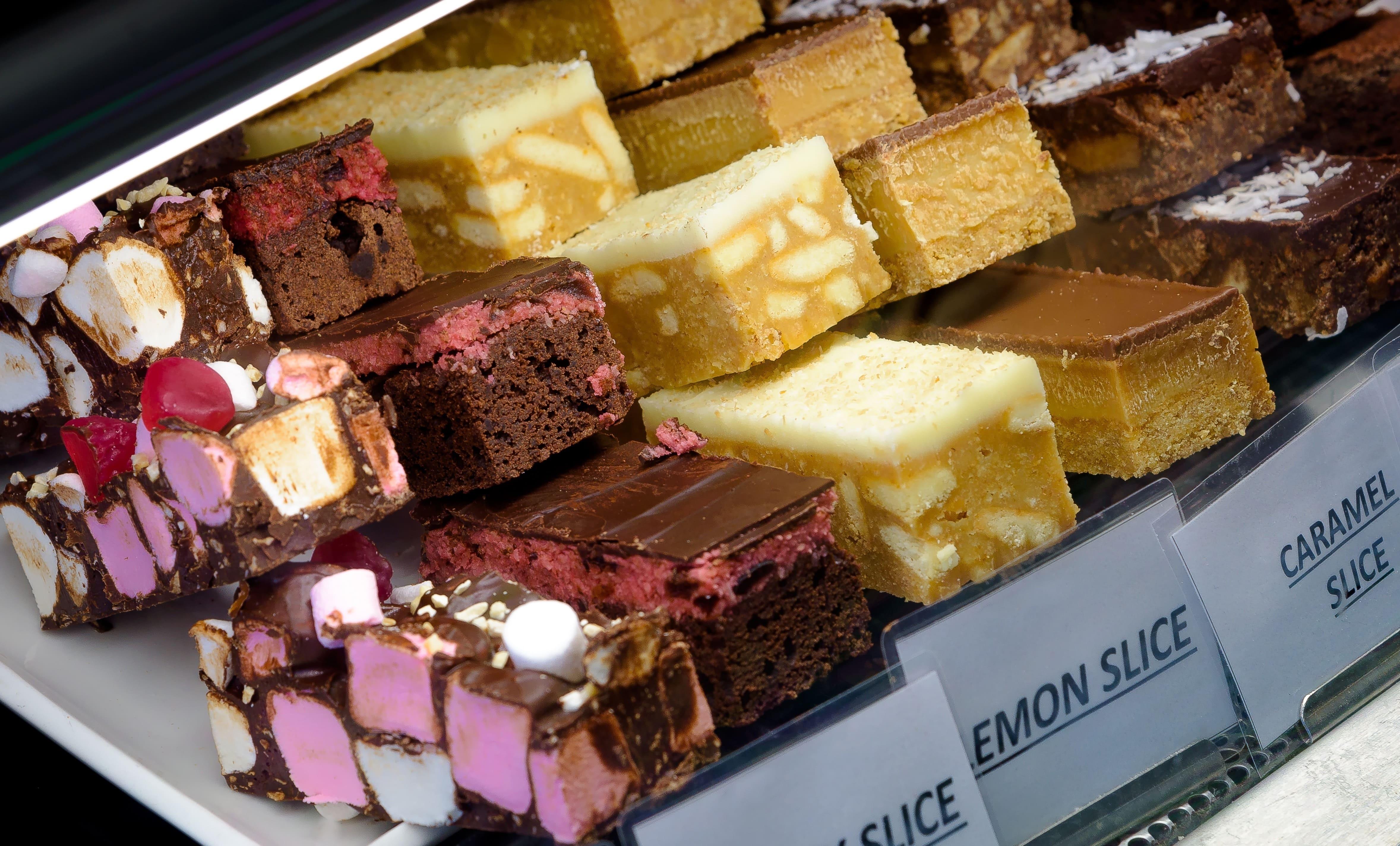 Imagem de alguns bolos para remeter que deseja saber fazer e vender bolos caseiros