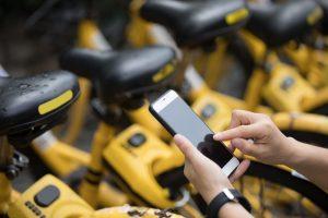 Foto de bicicletas de uma das empresas de economia compartilhada citada no texto