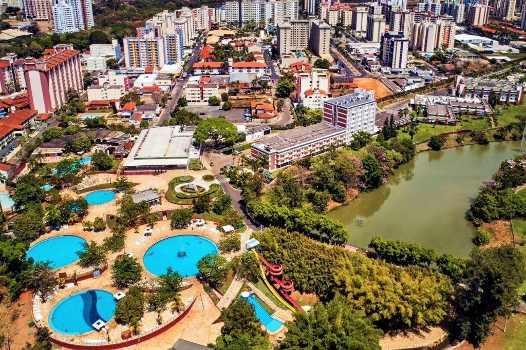 foto de cima da cidade, representando como abrir empresa em caldas novas