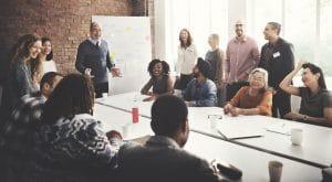 Liderança horizontal: o que é, benefícios e como aplicar