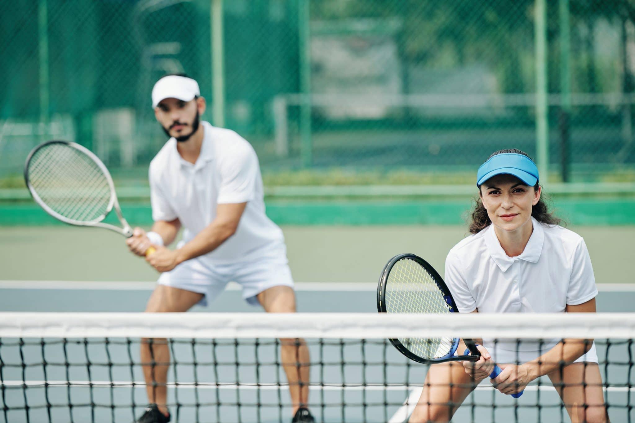 partida de tênis de dupla